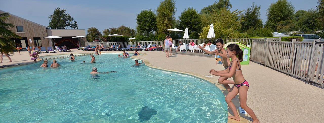 slider-camping-aubepines-piscine2.jpg