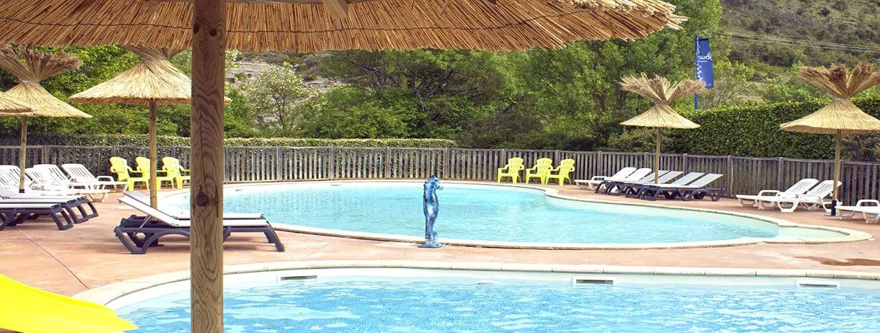 camping-saint-amand-piscine.jpg