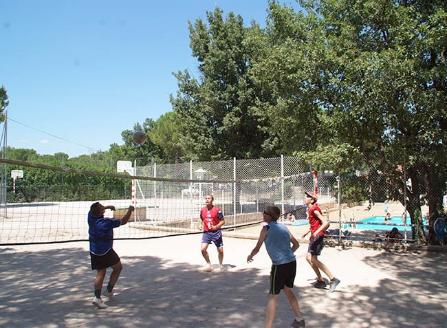 camping-le-provencal-volley-ball-min.jpg-5