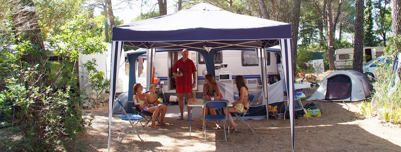 camping-le-provencal-emplacements-min.jpg