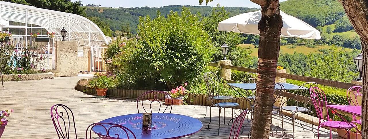 camping Le Belvédère vue terrasse Auvergne Cantal