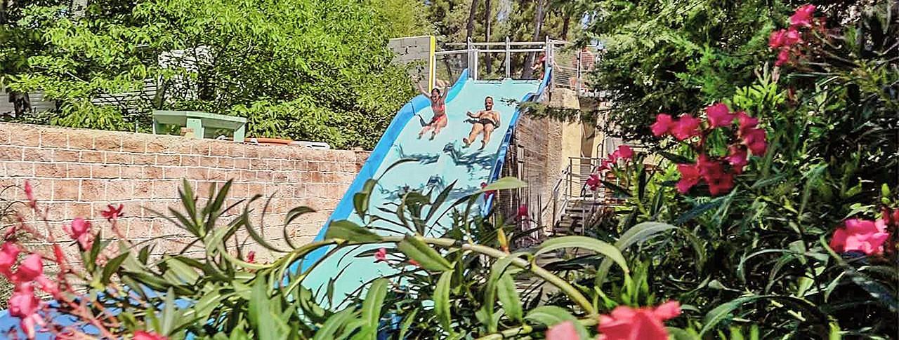 Camping cassis piscine for Camping cassis bord de mer avec piscine
