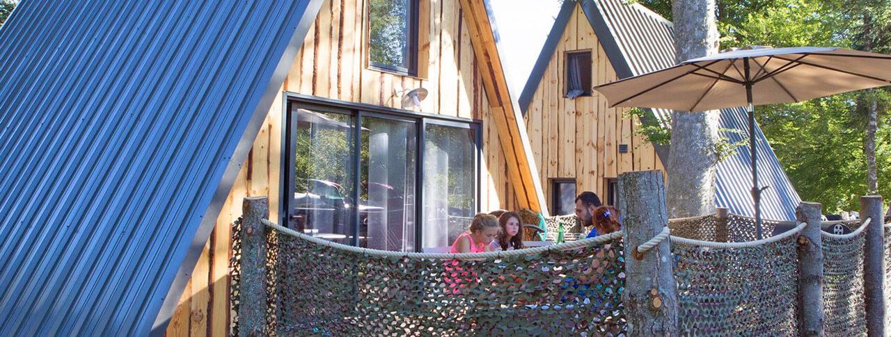 camping-murmures-du-lignon-chalet.jpg