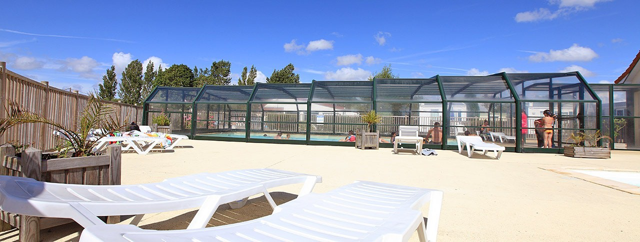 Camping Les Vertes Feuilles piscine couverte chauffee