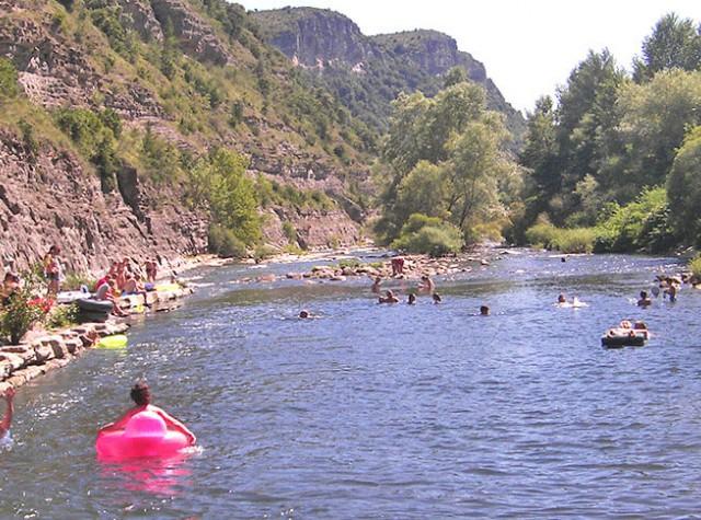 Camping Le Plan d'eau - Auvergne-Rhône-Alpes