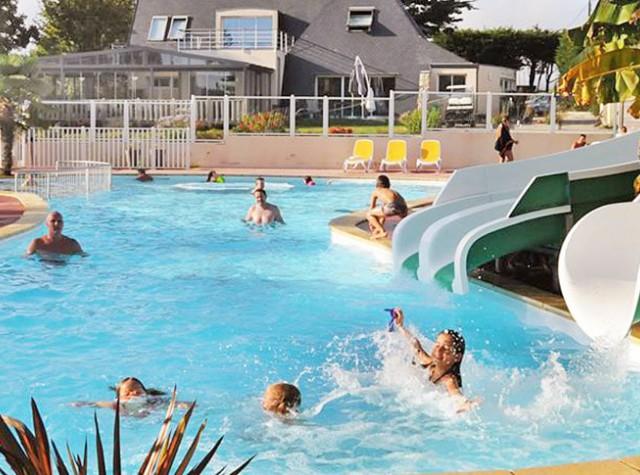 Camping La Grande Plage piscine et toboggans-2