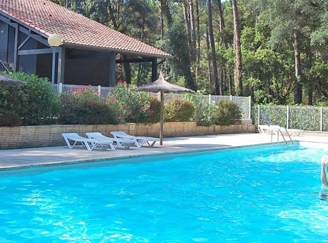Camping Les Deux Etangs piscine-2