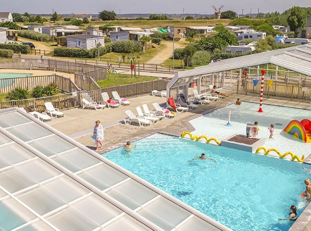 Camping Les Paludiers piscine couverte chauffée-2