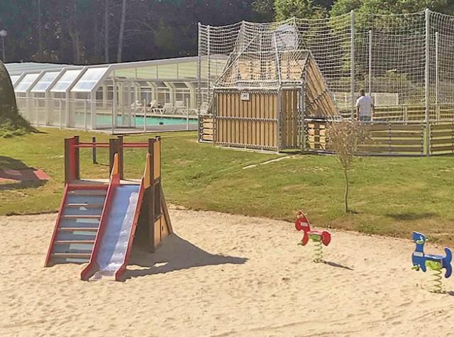 Camping Domaine du Rompval jeux enfants terrain multisport-2
