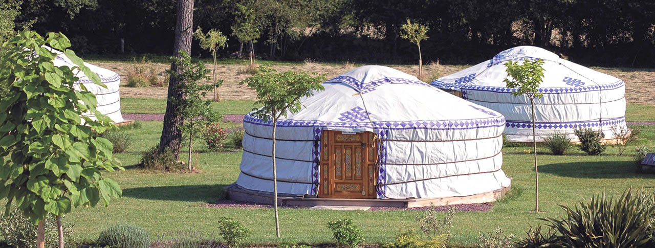 camping-en-yourte-pano.jpg