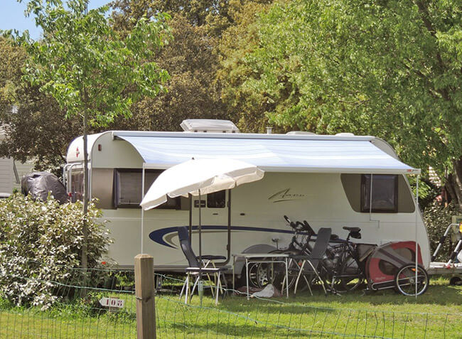 camping Le Domaine de Gajan emplacement camping-car-10