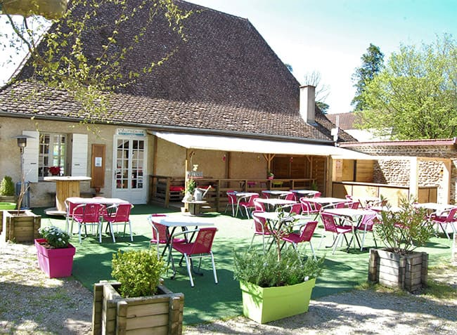 camping-chateau-piscine-restaurant.jpg-9