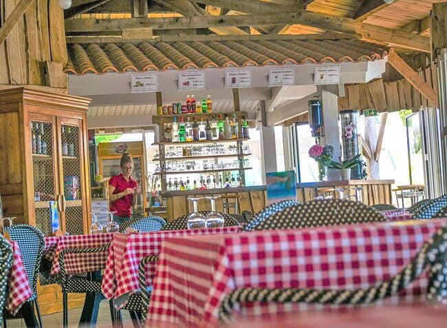 camping-la-grand-metairie-vendee-restaurant-3.jpg-13