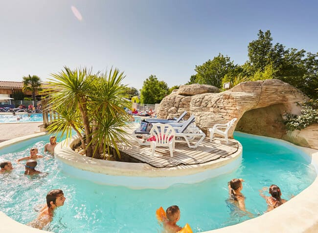 camping-la-grand-metairie-vendee-piscine-torrent.jpg-6