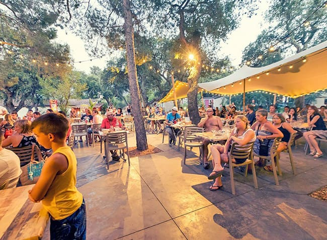 camping-les-chenes-rouges-restaurant.jpg-11